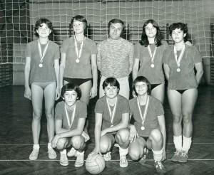 KUN-BÉLA-KÉPEK-lány-röplabdacsapat-edző-Ducsai-Géza