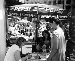 Bagi Aranka Budapesten a könyvhéten dedikál