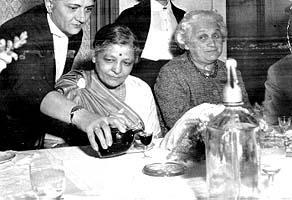 A nőtanács indiai vendége Kazincbarcikán 1963-ban