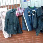 Ingyen elvihető kabátok segítik a rászorulókat Kazincbarcikán is